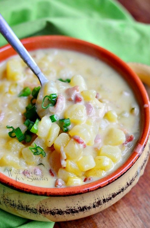 Loaded Baked Potato Soup. It's made with crispy bacon, golden potatoes, green onion and some added cream. This soup is full of flavor and makes the best comfort food. #potatosoup #soup #loadedpotato #loadedbakedpotatosoup