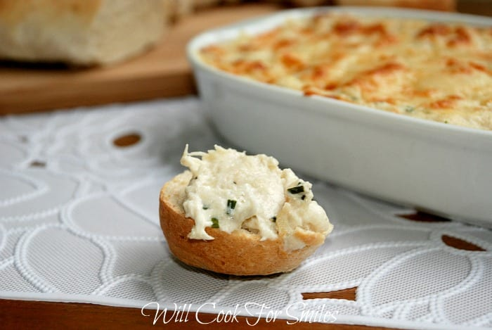 Crab Dip Recipe! This creamy crab dip is made with lump crab meat, cream cheese, Parmesan cheese and baked to perfection. #dip #crabdip #appetizer #seafood #snack