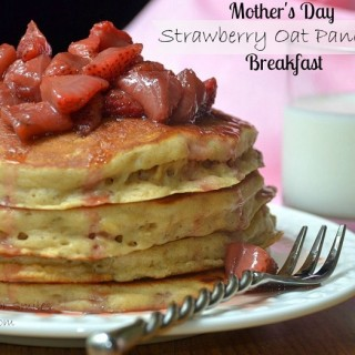 Hanging Out With LilLuna – Strawberry Topped Oat Pancakes