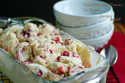 DD-Strawberry-Banana-Ice-Cream-14