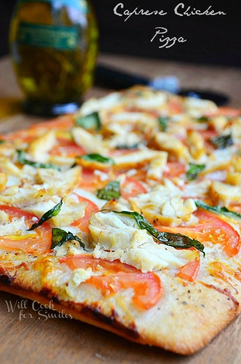 Caprese Chicken Pizza is cooked to perfection. It has golden brown crust, slices of tomatoes, chicken pieces, and basil.
