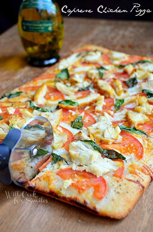 Caprese Chicken Pizza 2 (c) willcookforsmiles.com #pizza #caprese #chicken