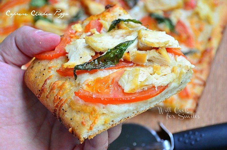 Caprese Chicken Pizza 4 (c) willcookforsmiles.com #pizza #caprese #chicken