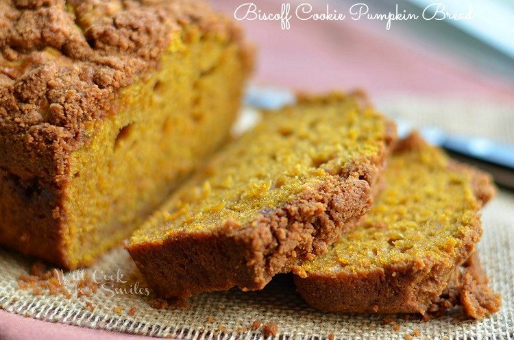 Biscoff Cookie Pumpkin Bread 4 (c) willcookforsmiles.com #pumpkin #bread