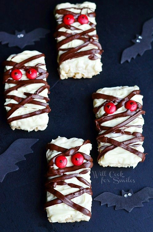 Double Chocolate Rice Krispie Mummies 3 (c) willcookforsmiles.com #halloween #funtreats #ricekrispies