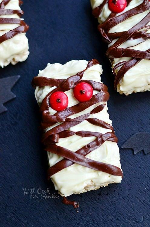 Double Chocolate Rice Krispie Mummies (c) willcookforsmiles.com #halloween #funtreats #ricekrispies