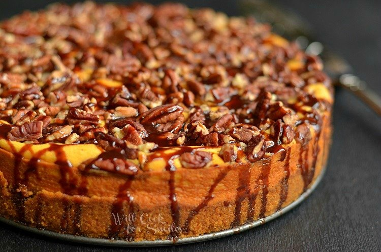 Pumpkin Chocolate Cheesecake. A perfect fall cheesecake. #pumpkin #cheesecake #chocolate