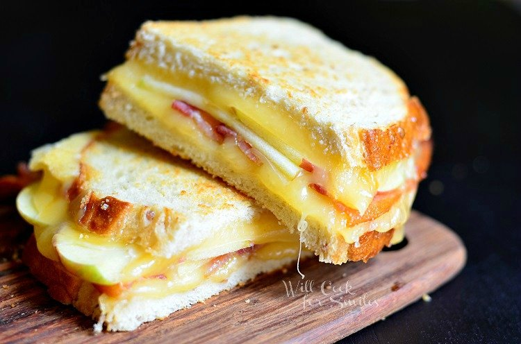 Apple Bacon Gouda Grilled Cheese 1 (c) willcookforsmiles.com #apple #bacon #sandwich