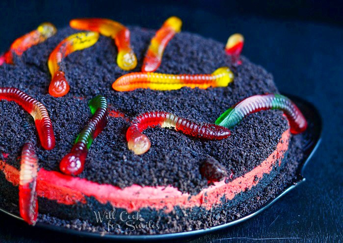 Warms and Dirt Red Velvet Cheesecake 1 © willcookforsmiles.com #cheesecake #halloween