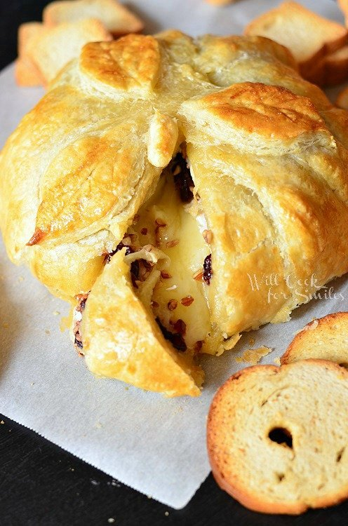 Cranberry Maple Baked Brie 2 from willcookforsmiles.com #brie #bakedbrie #cranberrie
