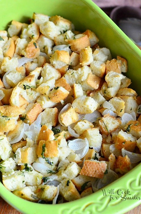 Easy Italian Herb Stuffing 1 from willcookforsmiles.com #stuffing #sidedish