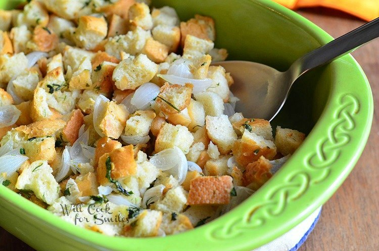 Easy Italian Herb Stuffing 2 from willcookforsmiles.com #stuffing #sidedish