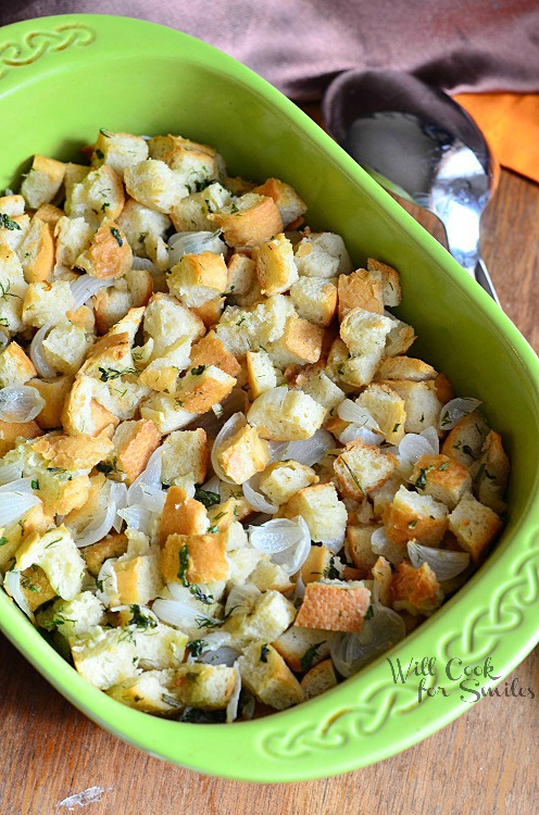 Easy Italian Herb Stuffing from willcookforsmiles.com #stuffing #sidedish