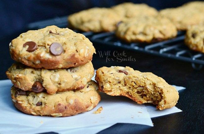 Peanut Butter Oatmeal Cookies with Chocolate Chips 2 from willcookforsmiles.com #cookie #peanutbutter #oatmealcookie