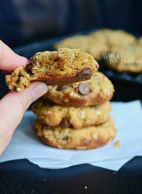 Peanut Butter Oatmeal Cookies with Chocolate Chips 4 from willcookforsmiles.com #cookie #peanutbutter #oatmealcookie