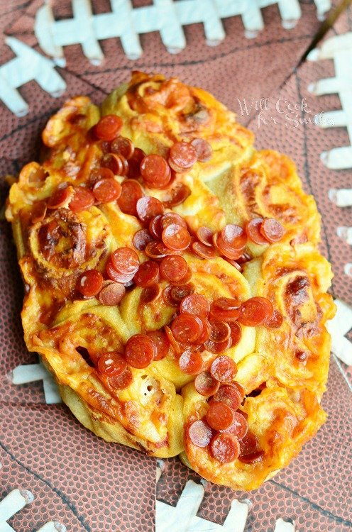 Easy Football Pizza Pinwheels 2 from willcookforsmiles.com #pinwheel #partyfood