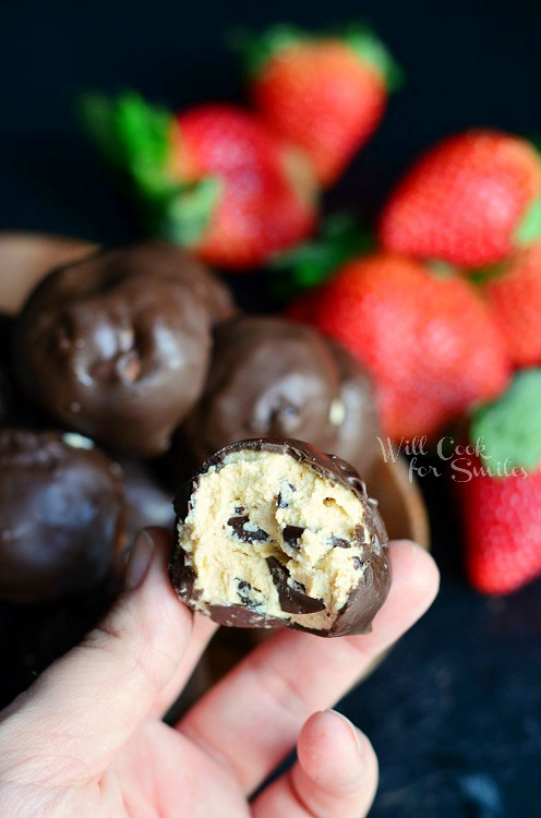 (No Bake) Chocolate Covered Peanut Butter Cheesecake Bites 3 from willcookforsmiles.com #peanutbutter #chocolate