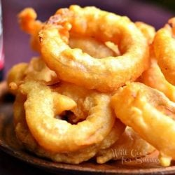 plate of beer batter onion rings