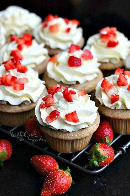 Strawberry Cupcakes with Mascarpone Frosting from willcookforsmiles.com #cupcakes #strawberry #mascarpone