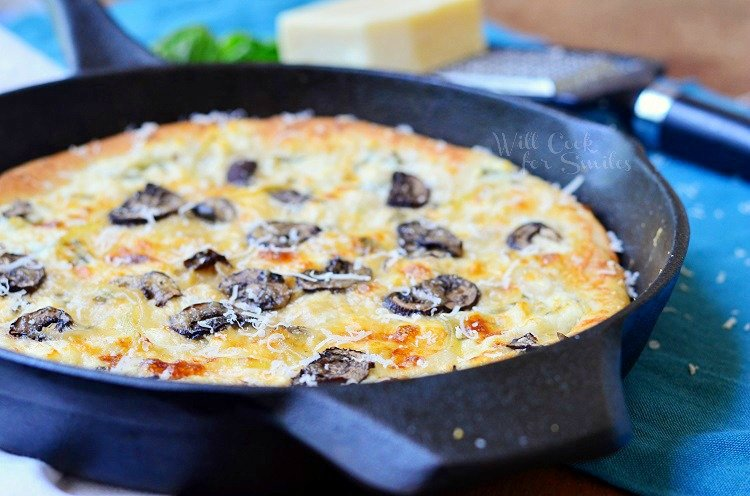 Asiago Mushroom & Onion White Pizza Skillet 2 from willcookforsmiles.com #pizza #whitepizza #skilletrecipes
