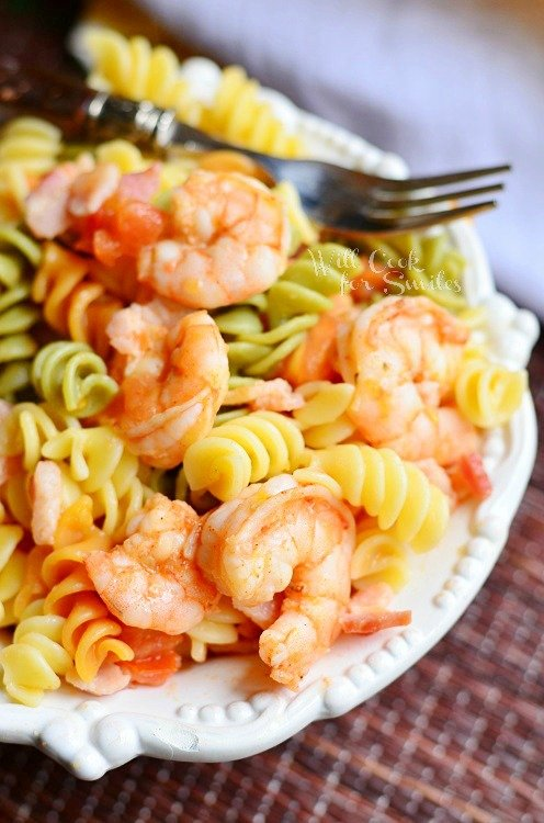 Chipotle Shrimp Bacon & Tomato Pasta Bowl from willcookforsmiles.com #shrimp #pasta