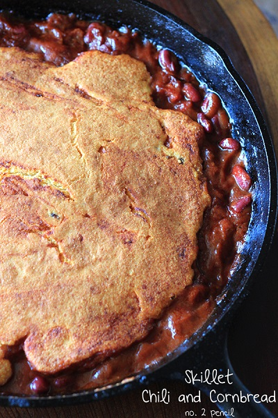 Skillet-Chili-and-Cornbread-3