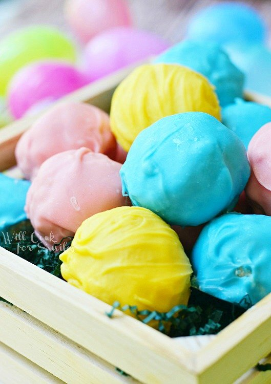 Easter Marshmallow Oreo Truffles | from willcookforsmiles.com #truffles #oreo