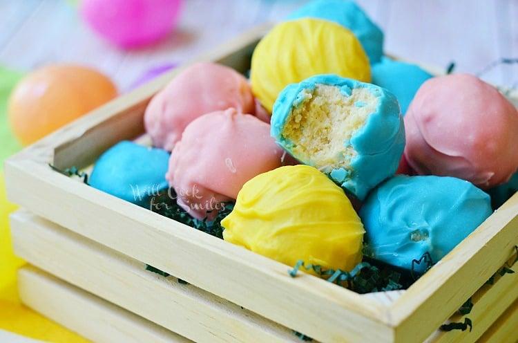 Golden Oreo Easter Truffles 2 from willcookforsmiles.com #truffles #oreo