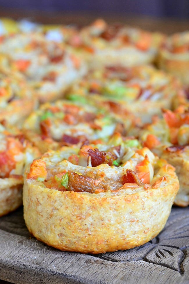 Bacon Gruyère Pizza Pinwheels from willcookforsmiles.com