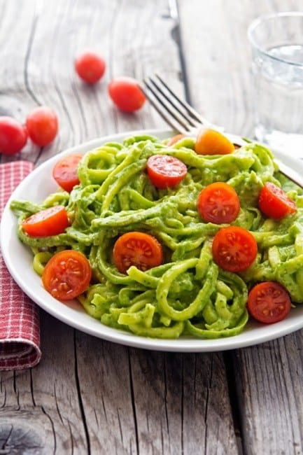 Creamy-Avocado-Pesto-Zoodles-(5)