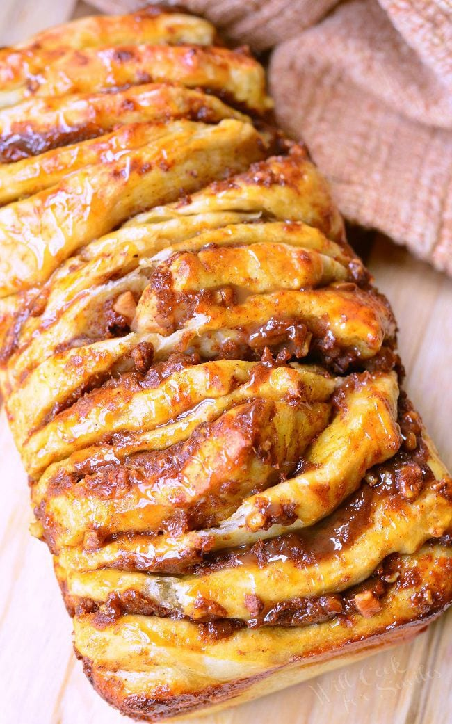 Easy Caramel Pumpkin Pull Apart Bread. Great seasonal pumpkin caramel recipe. Quick and easy pull apart bread where each layer is slathered in a sweet combination of pumpkin, caramel, and pecans. #pumpkin #pullapart #bread #caramel