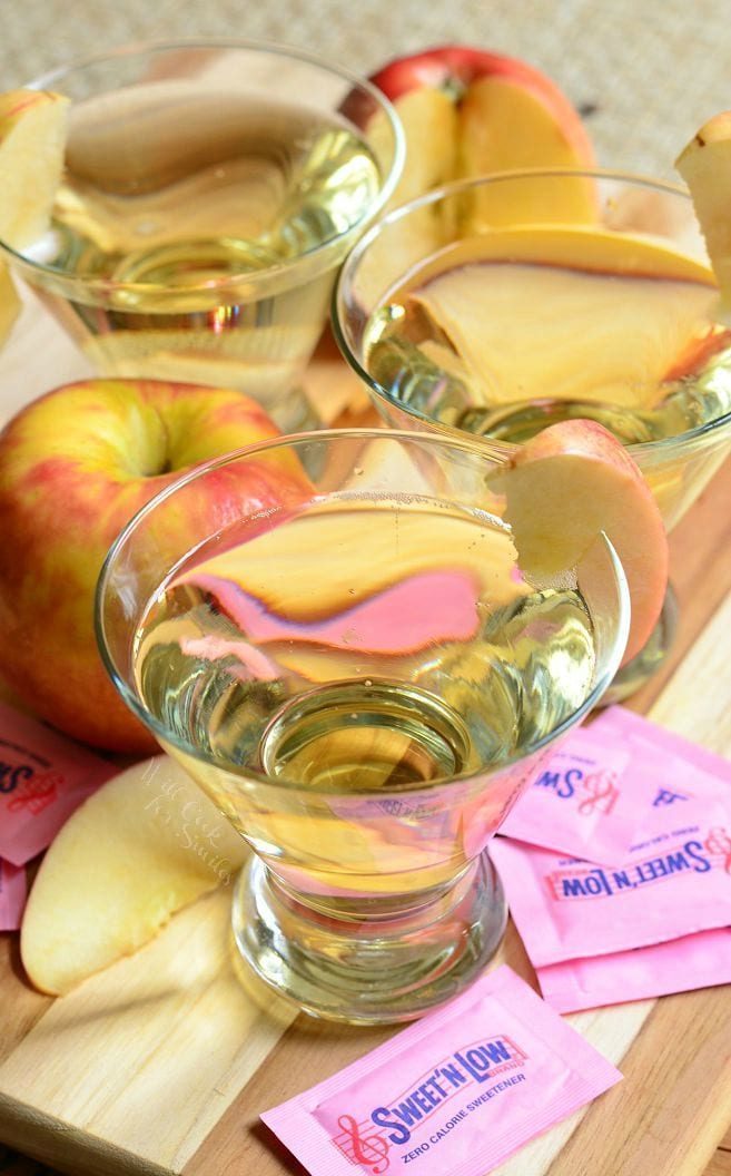 {Skinny} Cinnamon Apple Champagne Martini 1 from willcookforsmiles.com #donthesitaste