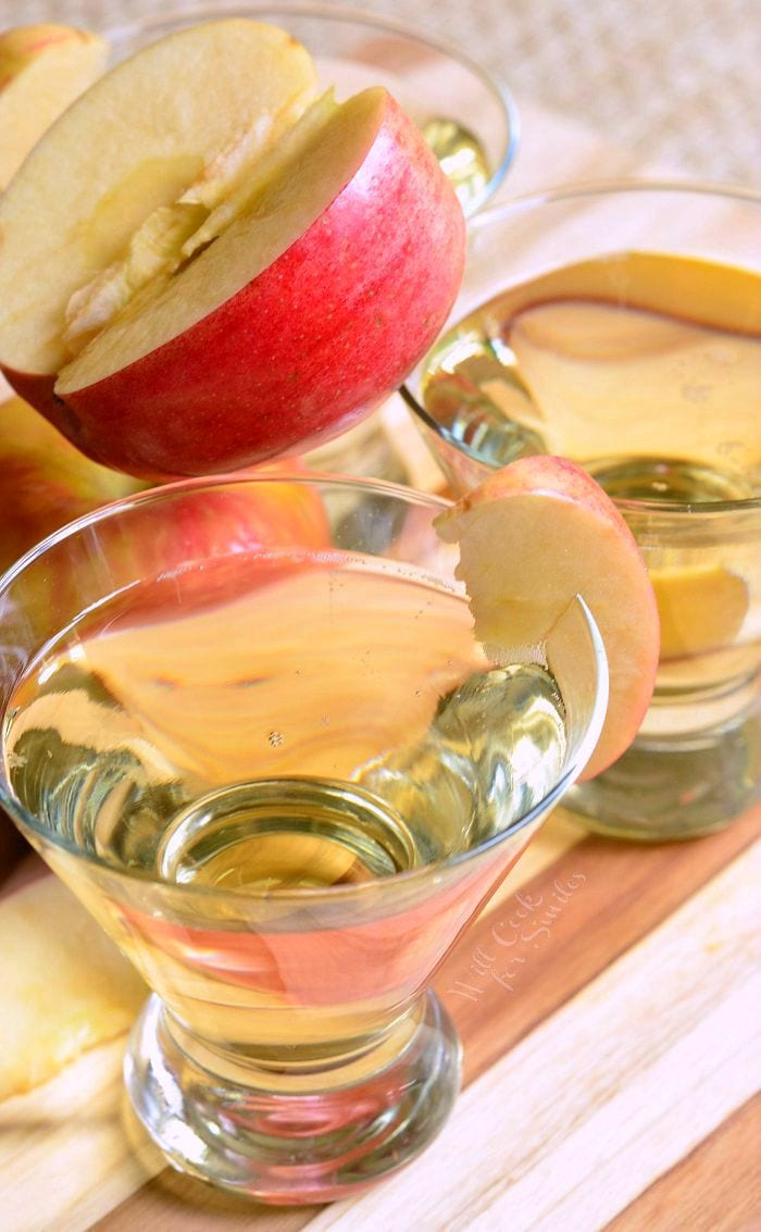 {Skinny} Cinnamon Apple Champagne Martini | from willcookforsmiles.com #apple