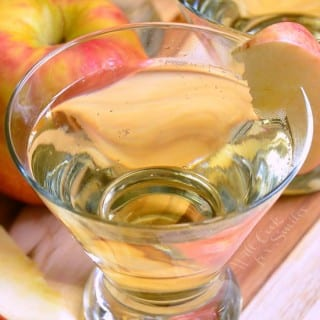 {Skinny} Cinnamon Apple Champagne Martini