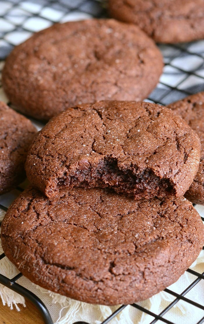Chocolate Soft Gingersnaps. Classic gingersnaps turned chocolate! These soft, sweet gingersnap cookies are amazing in a chocolate version with chocolate chips. #cookies #gingersnaps #gingerbread #softcookies #chocolatecookies