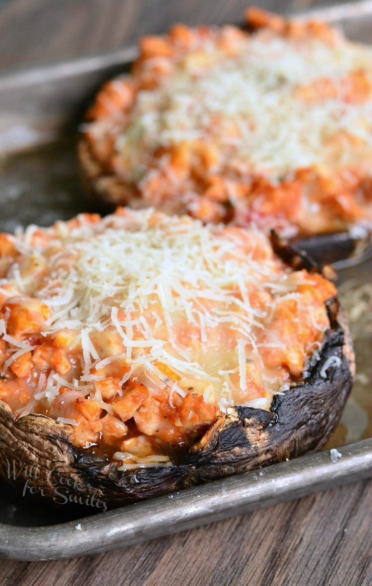 Chicken Parmesan Stuffed Portobello | from willcookforsmiles.com