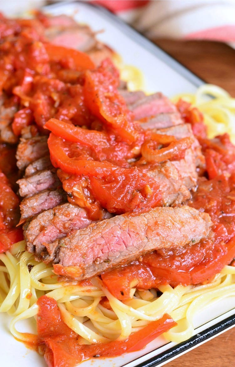 Steak Pizzaiola Linguine. Delicious Italian dish made with seared sirloin steak, easy pizzaiola sauce (tomato sauce), and served over linguine.