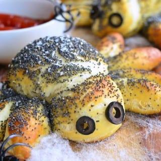 Pretzel Spiders (Halloween Food Ideas)