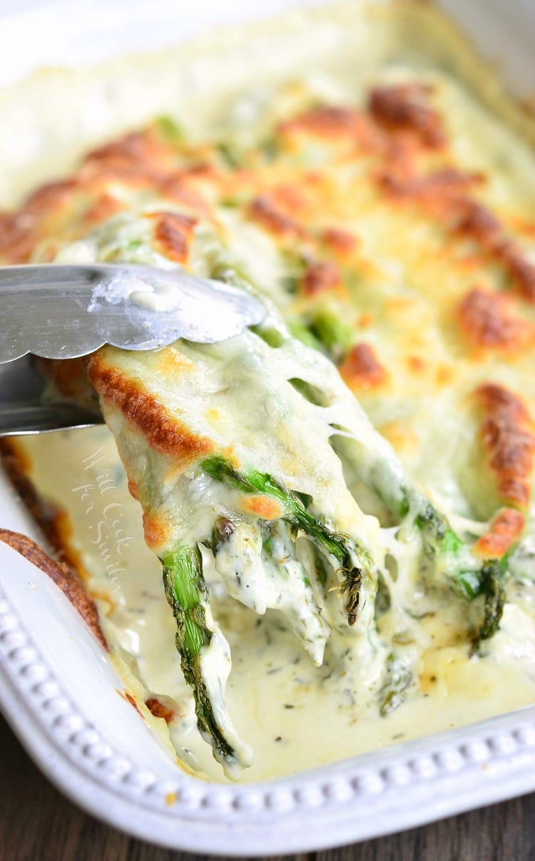 Creamy Italian Asparagus. It's creamy, it's cheesy, it's full of herbs, it's pure heaven and your dinner is not complete without it!