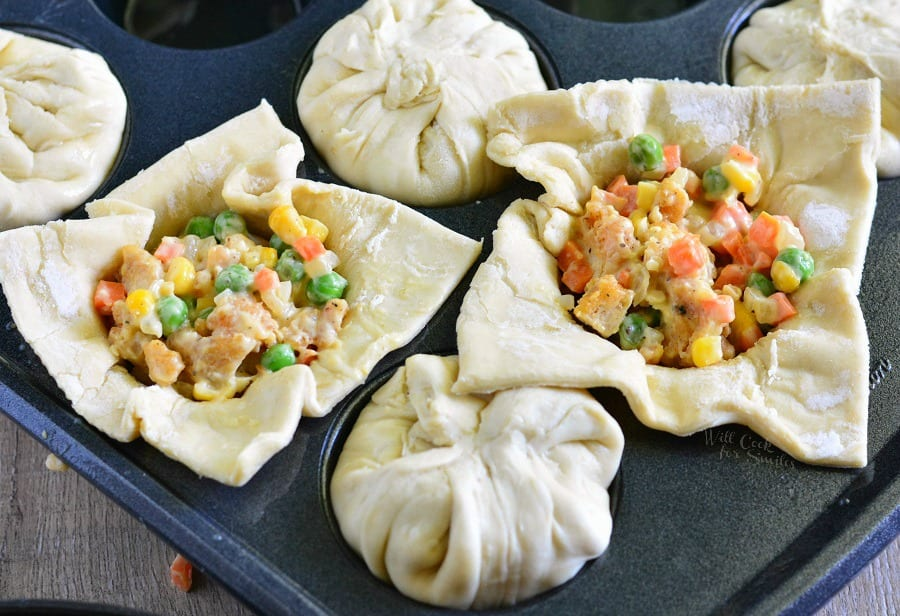 Chicken Pot Pie Pockets. Comforting and filling snack! from willcookforsmiles.com