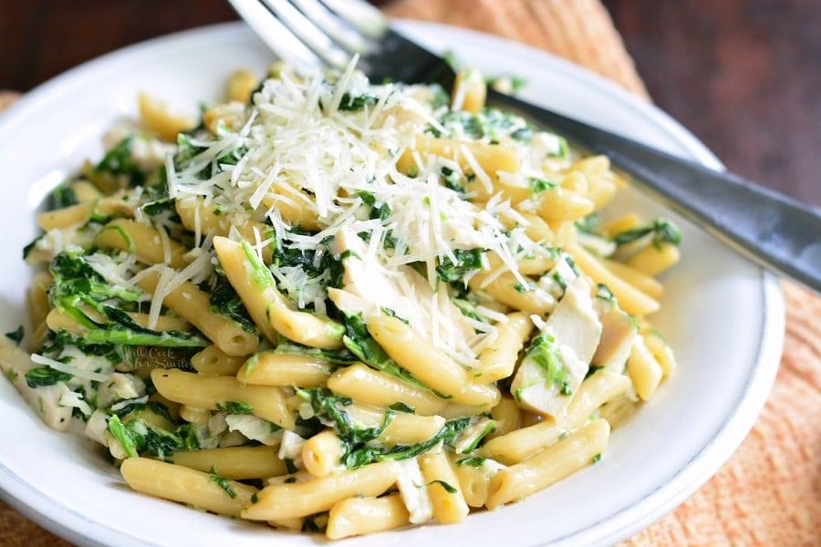 Garlic and Spinach Alfredo Chicken Pasta. from willcookforsmiles.com