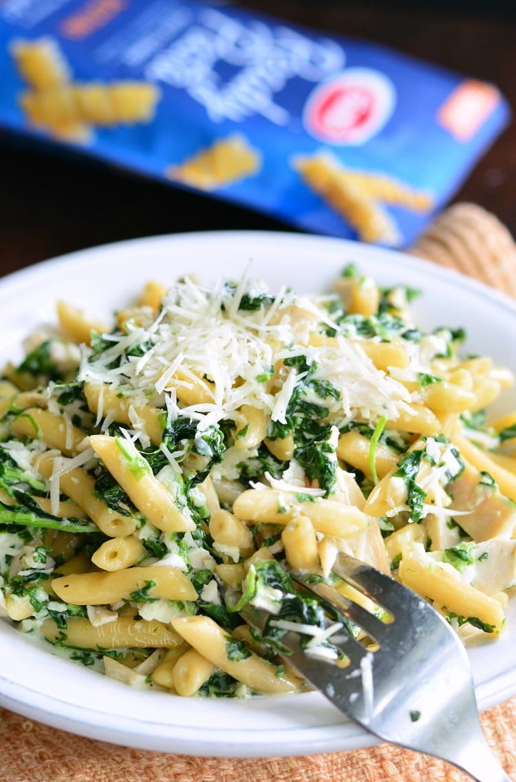 Garlic and Spinach Alfredo Chicken Pasta.