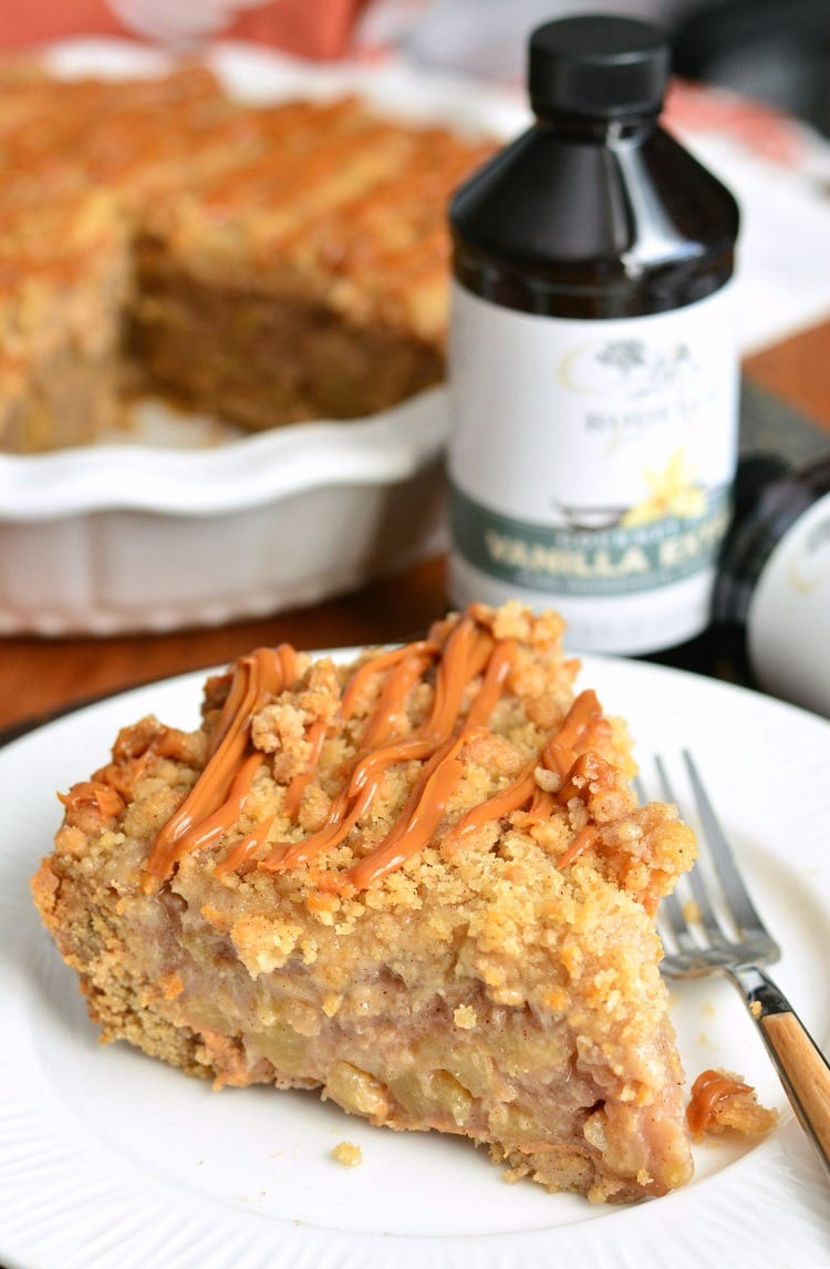 Caramel Apple Cookie Crust Pie. from willcookforsmiles.com #applepie #holidaydessert