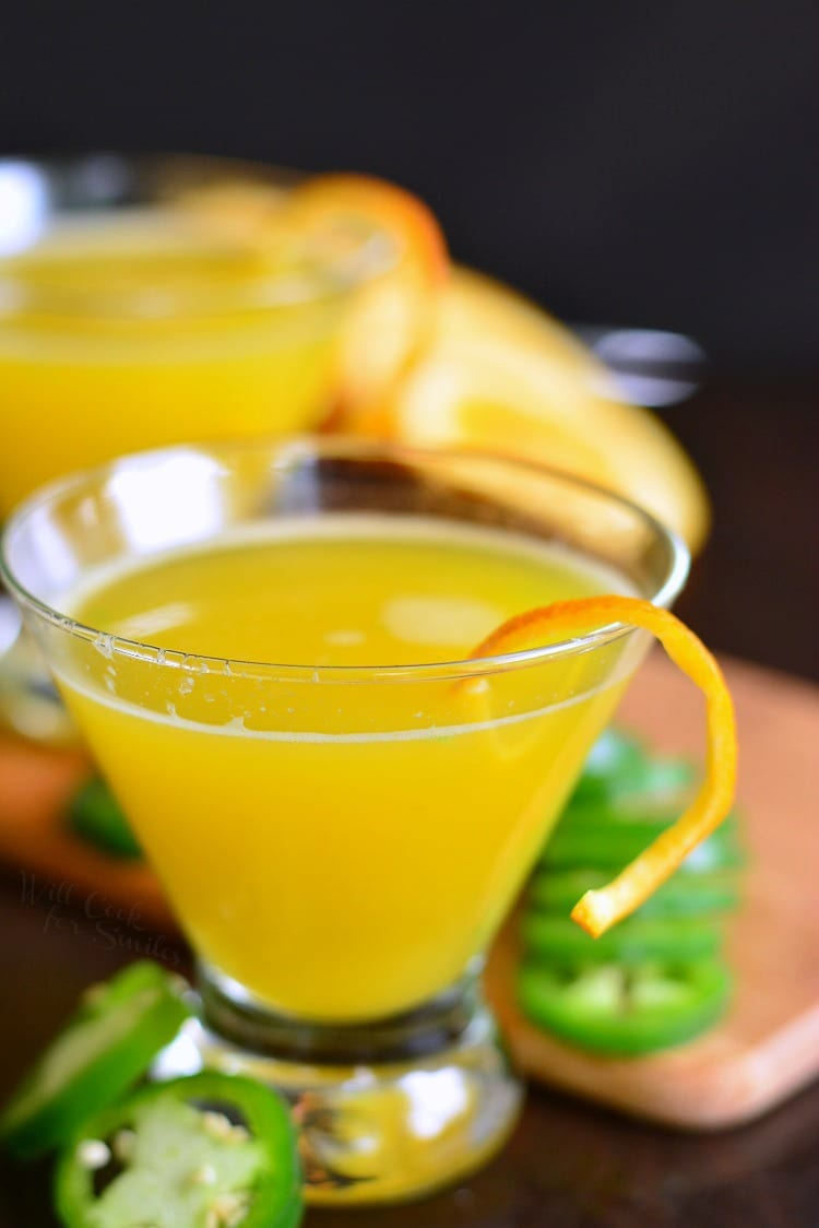 Orange Jalapeno Margarita. The sweetness from fresh squeezed orange juice is mixed with spicy bite of jalapeno and topped off with tequila. It's a simple margarita recipe but so tasty! #margarita #cocktail #thebestmargarita