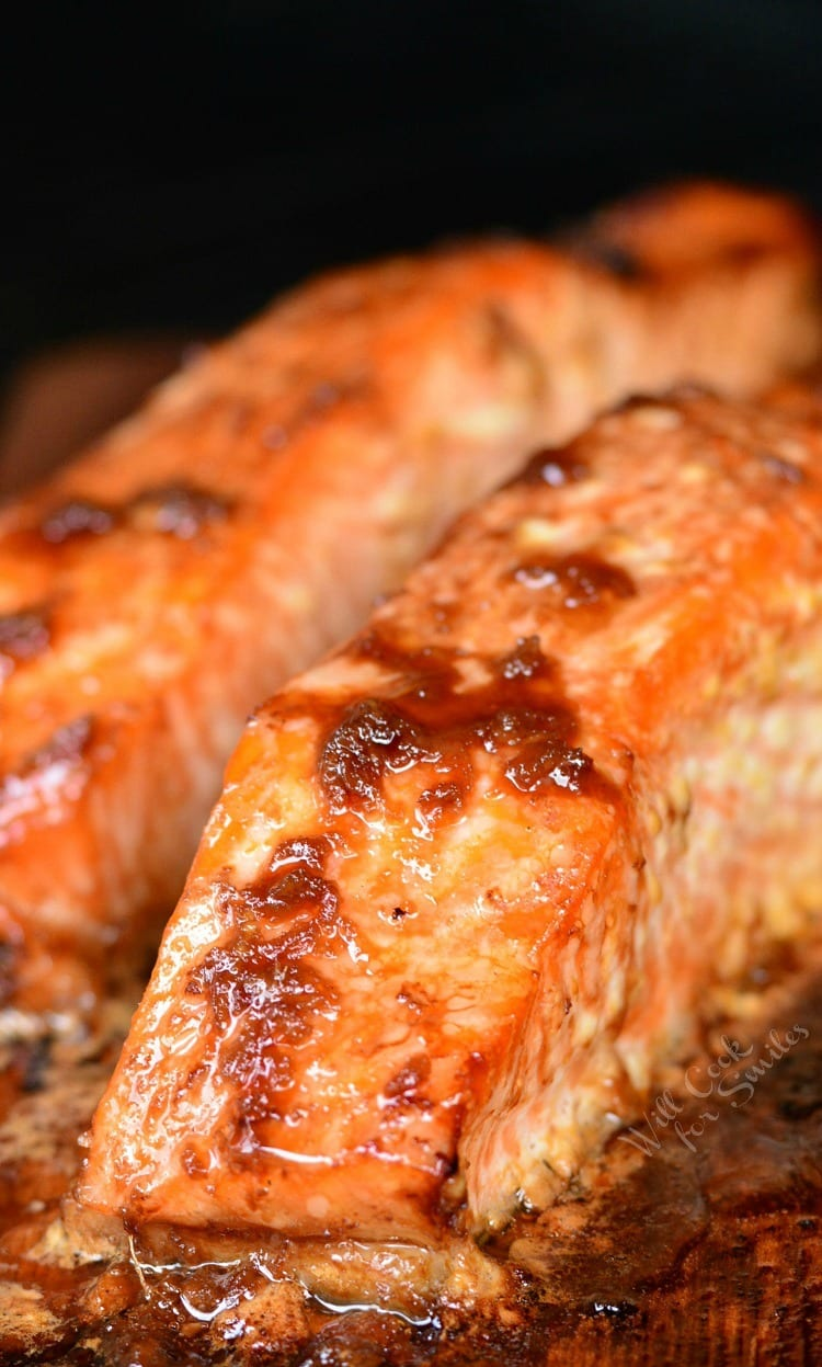 Honey Ginger Cedar Plank Salmon. Juicy salmon is marinated in a honey ginger marinade for a few minutes and then grilled on a cedar plank to infuse salmon with a light smokey finish. #salmon #grillrecipe #grilledsalmon #cedarplanksalmon #marinade #simplerecipe #cedarplank