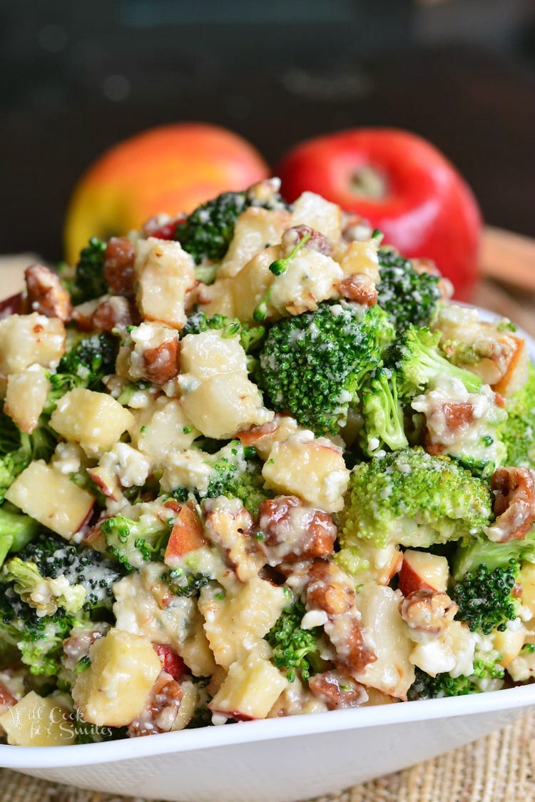 Pear Apple Broccoli Salad. This broccoli salad is packed with apples, pears, pecans, blue cheese crumbles, and mixed with homemade Apple Vinaigrette. #broccoli #broccolisalad #sidedish #potluck #coldsalad