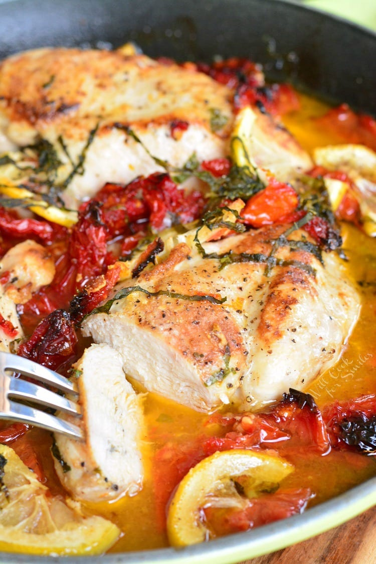 Sun-Dried Tomato Lemon Baked Chicken recipe. Juicy chicken breast is quickly marinated with the lemons, sun-dried tomatoes, and fresh basil, then it's seared and baked with the same lemon, sun-dried tomatoes, and fresh basil marinade. #chicken #bakedchicken #lemonchicken #tomatochicken #sundriedtomatoes #easydinner #easyrecipe