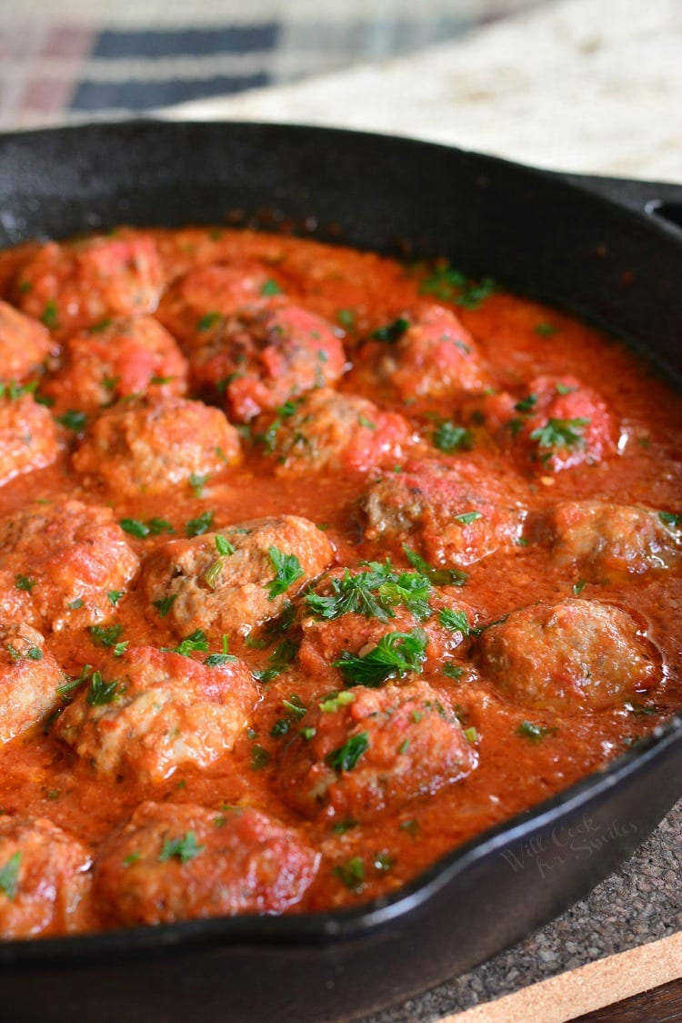 The BEST Italian Meatballs Recipe. This is the best classic meatballs recipe and I invite you to try them and let me know. These meatballs are tender, juicy, and made with simple ingredients for the best flavor. #meatballs #italian #homemade #redsauce #groundbeef #groundpork
