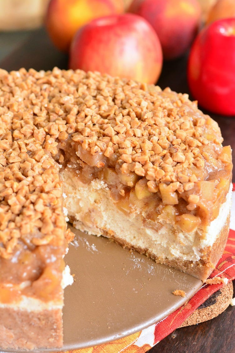 Apple Pie Cheesecake. Beautiful marriage between apple pie and cheesecake in one amazing dessert. Silky, creamy cheesecake is flavored with cinnamon and topped with homemade apple pie filling and some toffee crunch pieces. #dessert #cheesecake #fallcake #falldessert #holidaydessert #applepie #apple