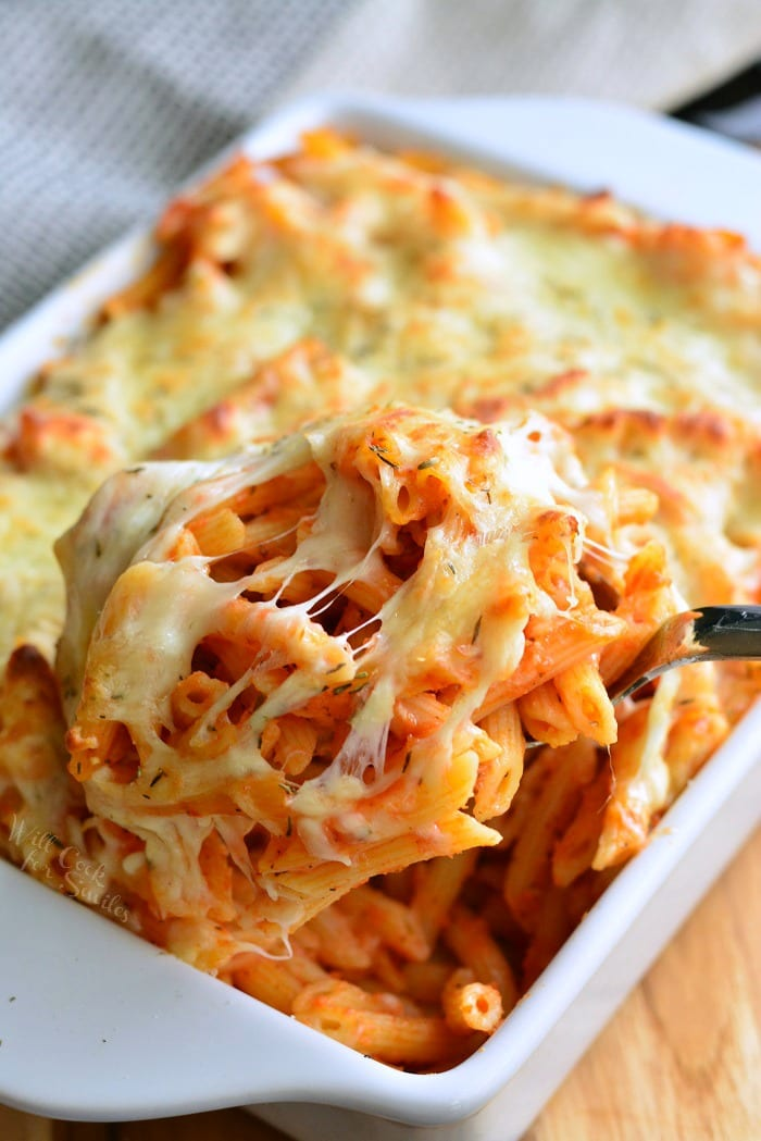 Homemade Basil Roasted Garlic Baked Penne! Pasta bake made with easy tomato sauce and lots of cheese. This easy homemade spaghetti sauce is made with aromatic roasted garlic and fresh basil. #pasta #penne #pastabake #pastacasserole #tomatosauce #pastasauce #spaghettisauce #rostedgarlic